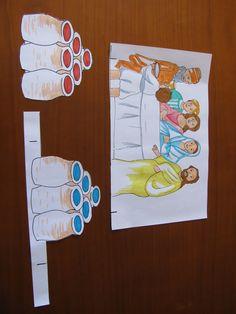Découper les 3 éléments de la planche : les jarres avec support, les jarres sans support et le dessin avec les personnages. Ne pas oubl...