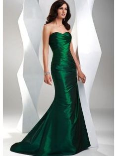 emerald green ruched dress with sweetheart neckline