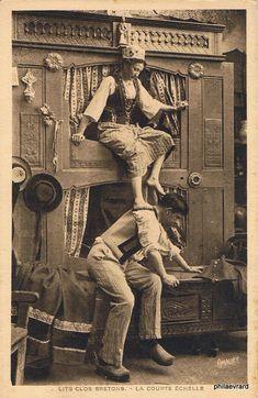 Pictures of comic scenes staged around Britanny's most famous furniture. The double-decker beds ( double lit clos , lit à l'étage etc. Antique Photos, Vintage Pictures, Vintage Photographs, Old Photos, Photo Bretagne, Box Bed, Vintage Humor, Victorian Era, Historical Photos