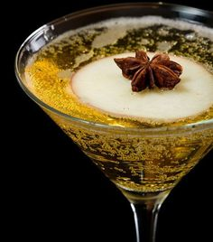 Holiday Apple Pie Martini makes for a great addition to your holiday party.