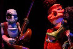 """O grupo de teatro Armatrux apresenta, na sexta-feira, dia 13, às 20h, o espetáculo """"Armatrux, a banda"""" no Centro Cultural São Geraldo. A entrada é Catraca Livre."""