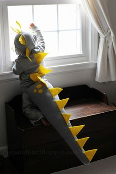 Rust & Sunshine: Dinosaur Costume---maybe I can make this in purple for Barney?