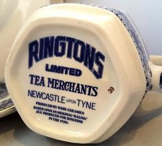 Wade-for-Ringtons-Blue-Willow-Coffee-Pot-Maling-Replica-Jug-amp-2-Dinner-Plates