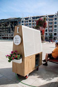 arquimaña's modern food truck sells artisan hot dogs in bilbao