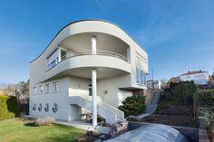Petrák Villa by Bohuslav Fuchs, Brno, Czech Republic Bauhaus Art, Art Deco, Minimalist Home, Facade, Building A House, Architecture Design, House Design, House Styles, Buildings