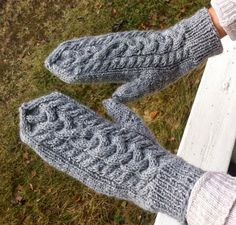 Kerältä purkautuneita: Palmikkolapaset 2 Fingerless Gloves, Arm Warmers, Knit Crochet, Knitting, Handmade, Fashion, Fingerless Mitts, Moda, Hand Made