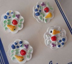 Set of 4 VINTAGE Fruit Plate White Plastic BUTTONS by abandc