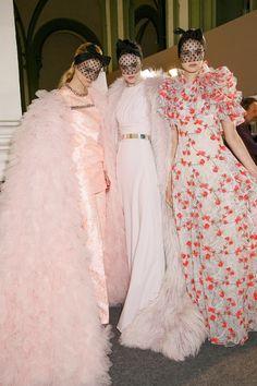 Backstage at Giambattista Valli Spring 2015 Haute Couture. Giambattista Valli is heaven Style Haute Couture, Haute Couture Dresses, Spring Couture, Couture Details, Couture Fashion, Runway Fashion, Pink Fashion, Fashion Week, Fashion Show