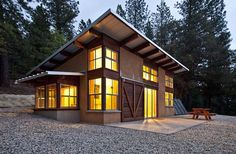 Small home - Chalk Bluff Cabin. An 872 square feet off-grid strawbale cabin in Nevada City, California. Designed by Arkin Tilt Architects.