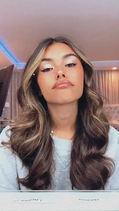 Estilo Madison Beer, Madison Beer Style, Madison Beer Outfits, Madison Beer Hair, Madison Beer Instagram, Maddison Beer, Honey Brown Hair, Hair Color Techniques, Hair Dye Colors