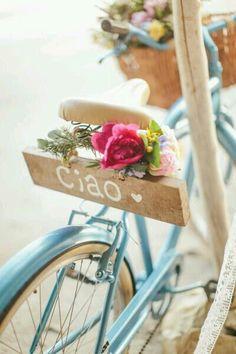 Porque bicicletas combinam tanto com flores e cestos? amo....