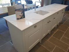 Kitchen of the week… Located in Welwyn Garden City Hertfordshire, showcasing the Calacutta Liqueur - Rock and Co Granite Ltd Calacatta, White Quartz, Beautiful Stories, Double Vanity, Granite, Kitchen Design, Kitchens, Rock, City