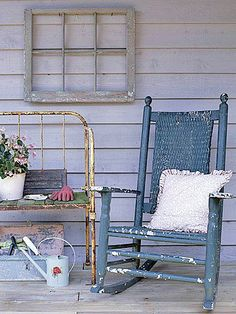 Clever Ideas for Flea Market Finds: Create Sassy Cottage Style with Castoffs and Cheapies! Outdoor Spaces, Outdoor Chairs, Outdoor Living, Outdoor Decor, Flea Market Style, Flea Market Finds, Porch Styles, Decks And Porches, Porch Decorating