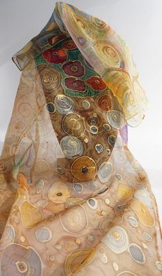 Novelty Hand painted silk chiffon scarf shawl scarf Arabesque 140 x 45 cm Unique and original creation Polka dots and scrolls Arabesque and gilding Tapestry flowers Palette of ochre and Brown Dark grey Like the painter Care: only by hand and wash in cold water Absolute resistance