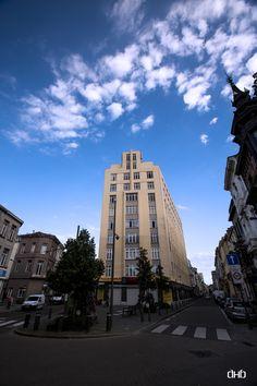 """Klein Antwerpen: het appartementengebouw """"Résidence Isabelle"""" op de hoek van de Lange Leemstraat en de Isabellalei was een van de eerste Antwerpse """"wolkenkrabbers"""". Het gebouw verrees in de tweede helft van de jaren 30 in art-decostijl en herinnert, mede door zijn tapse opbouw aan de in hetzelfde decennium gereedgekomen Boerentoren."""