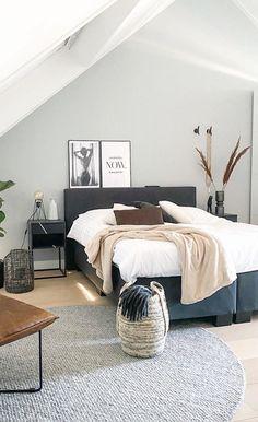 Attic Bedroom Designs, Bedroom Styles, Bedroom Inspo, Home Bedroom, Home Living Room, Living Room Decor, Master Bedroom, Interior Styling, Interior Design