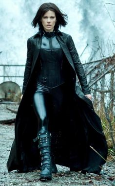 Underworld_Awakening_Selene_Coat__45313_zoom.jpg (744×1200)