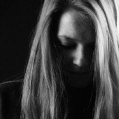 Wszyscy z nas doświadczają od czasu do czasu negatywnych myśli. To, jak sobie radzimy sobie z nimi radzimy często wyznacza granicę między pewnością siebie a lękiem, nadzieją a jej brakiem, zwycięstwem a porażką.