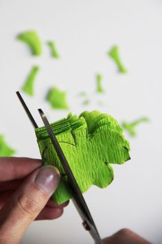 diy-st-patricks-day-shamrock-garland