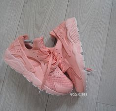 Follow @qq_gibs on insta for personal customized sneakers!!!!! BABY PINK HAURACHES!!!