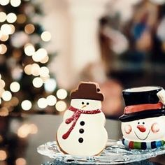 """Frosty the Snowman, was a jolly happy soul, with a corn cob pipe and a button nose, and two eyes made out of coal.""☃ - 32 sleeps 'till Christmas!❄️ - - QOTD: Do you bake sugar cookies on Christmas? AOTD: Every year on Christmas eve🎅🏻 #christmas #L4L #instafollow"