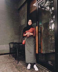 Modest Fashion Hijab, Modern Hijab Fashion, Street Hijab Fashion, Casual Hijab Outfit, Hijab Fashion Inspiration, Muslim Fashion, Hijab Jeans, Ootd Hijab, Style Hijab Simple