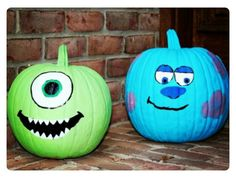 Disney Painted Pumpkin idea Monsters Inc with Mike and Sully Try one of these Disney painted pumpkins to wow your neighbors this Halloween! Disney Halloween, Theme Halloween, Diy Halloween Decorations, Halloween Pumpkins, Halloween Crafts, Sully Halloween, Halloween Labels, Halloween Halloween, Halloween Makeup