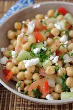 Una de las clásicas versiones de ensalada de garbanzos Clean Recipes, Veggie Recipes, Mexican Food Recipes, Salad Recipes, Vegetarian Recipes, Healthy Recipes, Cooking Recipes, Ethnic Recipes, Garbanzo Salad