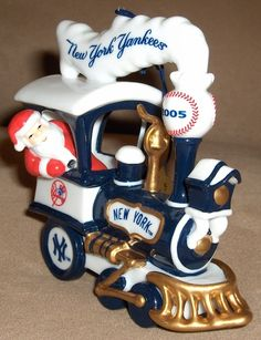 2005 Danbury Mint NEW YORK YANKEES Train Christmas Ornament NEW IN BOX