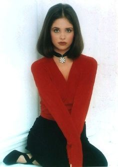 Sarah Michelle Gellar, a very popular actress during the 90's, in a choker. The choker, originally worn by the likes of Marie Antoinette, was revived during the 90's and is having another revival currently.