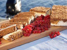 Bars med vaniljglass, mandelcrisp och toffeesås (kock Tina Nordström). Älskar sandwich!!! Denna måste jag testa. Den borde man kunna göra allergivänlig dessutom, t.ex med glutenfria kakor :)