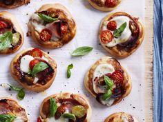 Tomato, pancetta and buffalo mozzarella pizza recipe Party Food Platters, Buffalo Mozzarella, Snacks Für Party, Pizza Recipes, Pizza Snacks, Yummy Recipes, Fresh Herbs, Finger Foods, Good Food