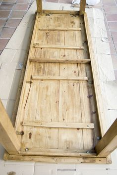 Oro y Menta: Como hacer una mesa de comedor de exterior DIY Patio Table, Table And Chairs, Dining Table, Bbq Area Garden, Bench Stool, Barbacoa, Wooden Tables, Woodworking Plans, Wood Projects
