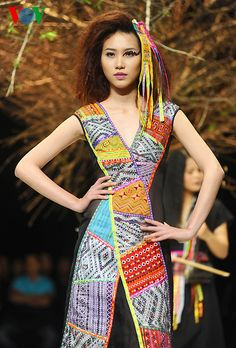 Haute Couture collections shining at Vietnam Fashion Week - Related news - 3/17/2015 - Báo Đầu Tư English