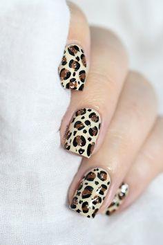 Marine Loves Polish: Nailstorming - Écaille, plumes, fourrure... [Leopard print nail art VIDEO TUTORIAL] Cheetah Nail Designs, Hot Nail Designs, Leopard Print Nails, Simple Nail Designs, Nail Art Vidéo, Easy Nail Art, Nail Arts, Fancy Nails, Cute Nails