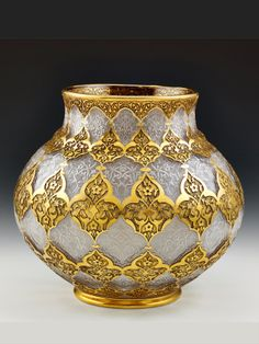 Turkish glass vase with gold work Vase Centerpieces, Vases Decor, Art Decor, Turkish Art, Japanese Pottery, Glass Ceramic, Antique Metal, Islamic Art, Flower Vases