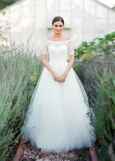 2016 Elegant Summer Country A Line Wedding Dresses Off Shoulder Half  Sleeves Vintage Lace Garden Bridal 233530bce938