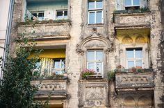 Deutschland, Berlin - Prenzlauer Berg. Balcony.    (Photo by Hilda Grahnat. All Rights Reserved).
