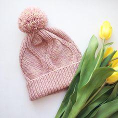 Милейшая меланжевая шапочка из нежной шерсти с 10% бамбука #черникадизайн #chernikadesign #веснавдуше #веснавгороде #pompom #вязанаяшапка #нежности #екатеринбруг #iloveknitting #madeinrussia