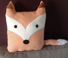 Gros coussin renard pour décorer le canapé ou une chambre d'enfant : Textiles et tapis par maman-cactus