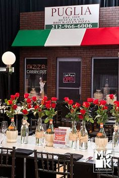 DECORATING: Make each table a different neighborhood in New York, such as Little Italy. Italian Table Decorations, Italian Centerpieces, Dinner Party Decorations, Dinner Themes, Decoration Table, Italian Cafe, Italian Night, Italian Street, Italy Party Theme