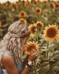 boho headband braid + messy waves boho headband braid + messy waves # how to make a messy Braids Sunflower Field Pictures, Sunflower Pics, Pictures With Sunflowers, Sunflower Field Photography, Messy Waves, Messy Braids, Braid Hair, Shotting Photo, Boho Headband