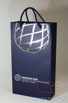Bolsas de Papel Impresas en BolsaPubli.Net. Os ofrecemos una serie de fotografías de nuestros productos realizados durante este año 2015.