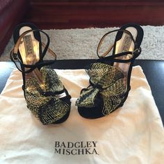 Badgely Mischka pumps w/ black & gold bow detail! Gorgeous Badgley Mischka black pumps with black and gold bow detail! Gently used and in great condition! Dust bag included!! Badgley Mischka Shoes Heels