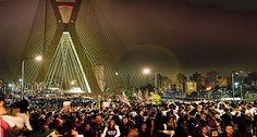 Manifestantes alcançam a altura da Ponte Estaiada, no Morumbi, durante os protestos do dia 17 de junho em São Paulo (Foto: Reprodução)