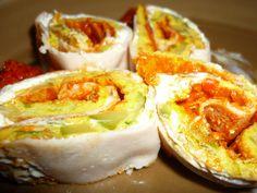 Turkey rolls with zucchini omelette and pepper sauce/Rotolini con fesa di tacchino, frittata di zucchine e crema di peperoni Baked Potato, Sushi, Salsa, Appetizers, Potatoes, Baking, Ethnic Recipes, Zucchini, Food
