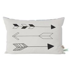 Update the children´s room with the cool Native arrow cushion from Ferm Living. The cushion is made of soft organic cotton and has a stylish hand printed arrow pattern in the front and blue backside. Mix and match the cushion with other textiles from Ferm Living to create a personal and vibrant look!