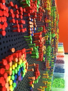 Contribute Your Creativity to a Tee is a exhibit by artist Danny Murphy Using colorful golf tees and a giant pegboard, Contribute Your Creativity to a Tee encourages visitors to make there own designs in this constantly changing display. Make your own design or just watch how the wall changes with a giant movable pattern wall created by artist Danny Murphy. Art Lessons, Collaborative Art Projects For Kids, Art Projects For Adults, Group Projects, Lite Brite, Reggio Art Activities, Enrichment Activities, Makers Fun Factory, Maker Space