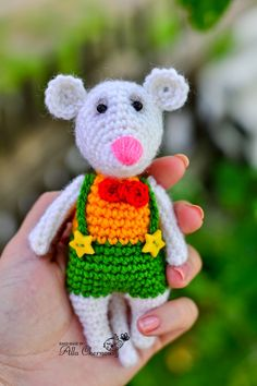 Mouse crochet pattern. I think it's in Russian so not sure how well it will translate. Google needs a few more lessons in Russian.