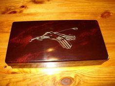 Bakelit Mouson Handschuh Schachtel Motiv Reitgerte Handschuhe mit Inhalt